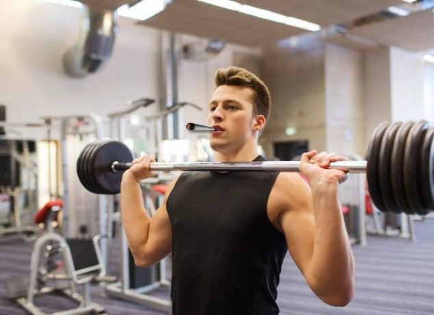 working-out-while-high-marijuana-in-the-gym
