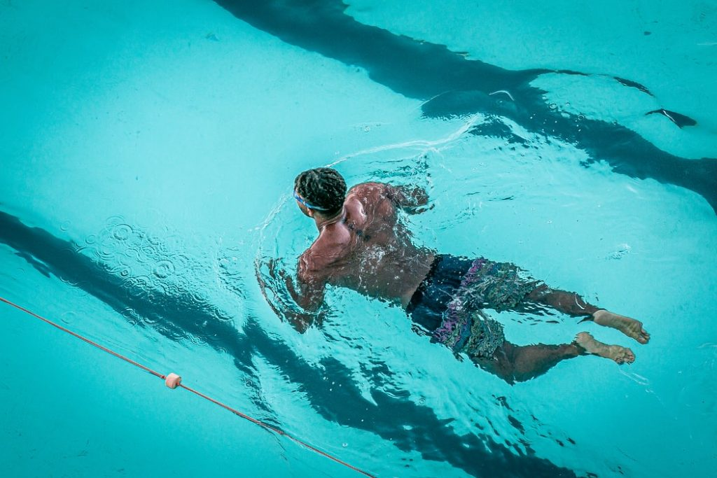 Strength Training with Shin Splints - What Are The Symptoms of Shin Splints? swimming
